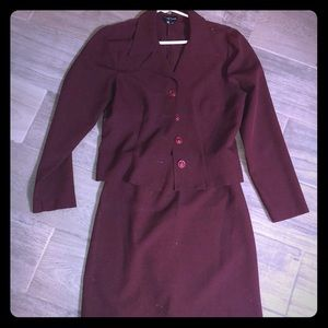 2pc burgundy matching skirt and blazer 7/8